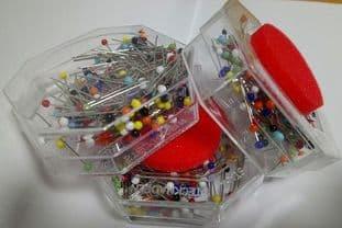 0 JGL920 Glass headed pins 10 tins (1)