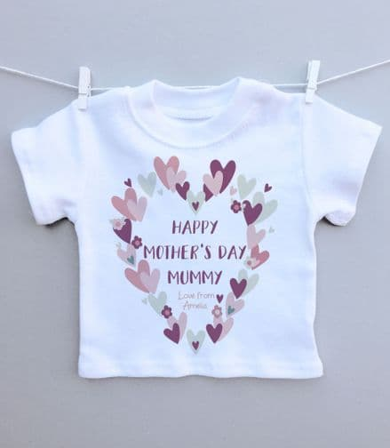 Mothers Day heart wreath t-shirt