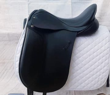 """17.5"""" Barnsby black leather dressage saddle NO.4 fit, medium/wide fit."""