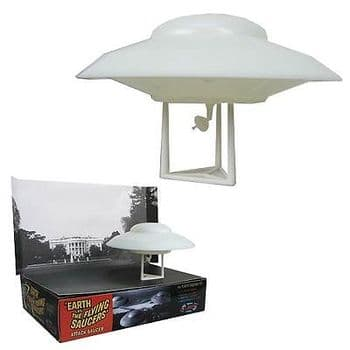 EARTH VS THE FLYING SAUCERS UFO MODEL KIT WITH LIGHT ATLANTIS MODELS