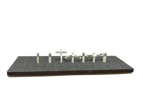 LX033-OO Mileposts, Gradient & Catch Points Signs (Pack of 29) - OO/4mm/1:76