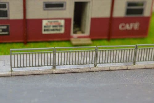 LX043-OO Laser Cut Pedestrian Railings With Sight Gap OO/4mm/1:76