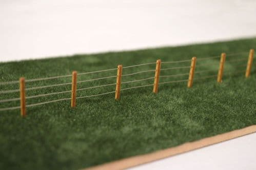 LX058-72 Laser Cut 4ft Wooden Fence Posts 1:72