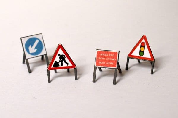 LX074-50 Laser Cut Temporary Road Signs (Pack of 16) 1:50
